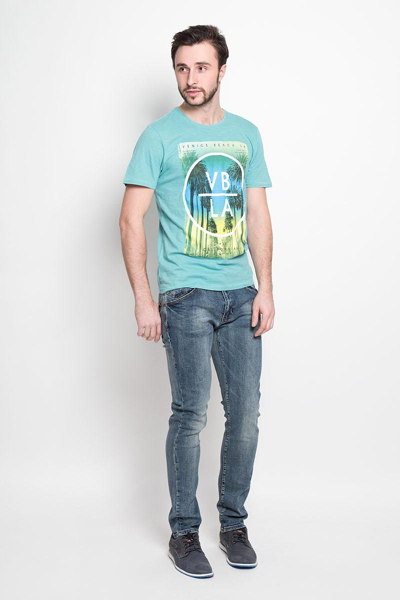 Джинсы мужские Top Secret, цвет: синий. SSP2270NI. Размер 32-34 (48-34)SSP2270NIМужские джинсы, слегка зауженные к низу и средней посадки. Изготовлены из эластичного хлопка, превосходно сидят и не сковывают движения. Джинсы на талии застегиваются на пуговицу, также имеются ширинка на застежке-молнии и шлевки для ремня. Спереди модель оснащена двумя втачными карманами и одним маленьким накладным кармашком, а сзади двумя накладными карманами.