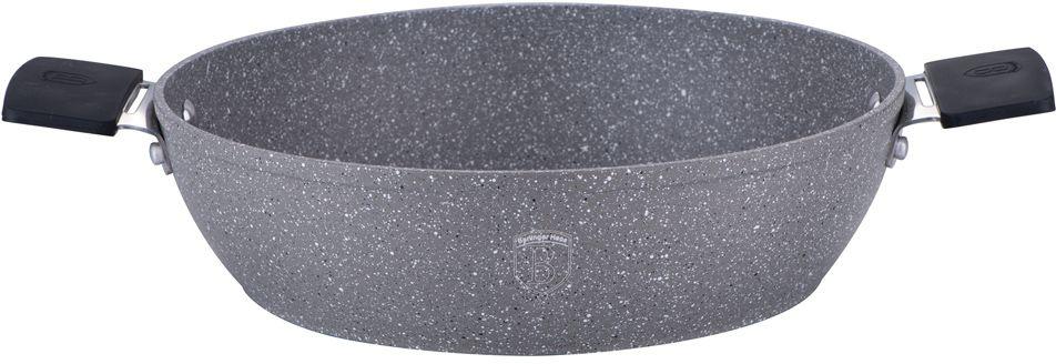 Сотейник Berlinger Haus Stone Touch Line, с мраморным покрытием, с подставкой под горячее. Диаметр 28 см1155-ВНСотейник Berlinger Haus Stone Touch Line выполнен из высококачественного кованого алюминия с трехслойным мраморным покрытием. Такое покрытие предотвращает пригорание пищи и ее прилипание к стенкам. Оно абсолютно безопасно для здоровья и не выделяет вредных веществ во время готовки. Специальное индукционное дно экономит 35% энергии. Тепло распределяется равномерно по всей поверхности посуды, что позволяет пище готовиться быстрее. Сотейник снабжен удобными эргономичными ручками со съемными силиконовыми накладками, которые не нагреваются в процессе приготовления пищи и не дают вашим рукам обжечься. В комплекте поставляется подставка под горячее, которая сбережет поверхность вашего стола от воздействия высоких температур. Посуда подходит для газовых, электрических, стеклокерамических, галогенных, индукционных плит. Можно мыть в посудомоечной машине. Можно ставить в духовку, выдерживает температуру до +220°С.