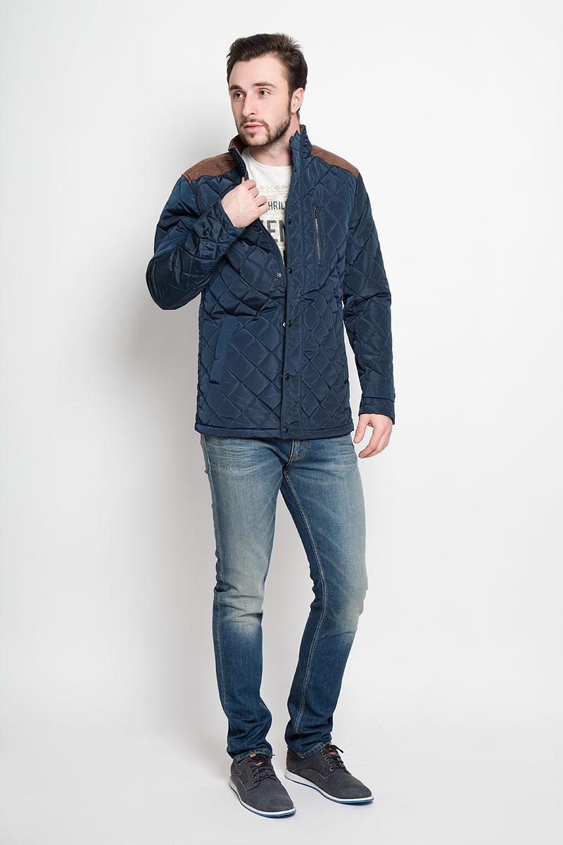 Куртка мужская Top Secret, цвет: темно-синий, коричневый. SKD0138GR. Размер M (48)SKD0138GRСтильная мужская куртка Top Secret изготовлена из высококачественного полиэстера. В качестве утеплителя используется синтепон.Куртка с воротником-стойкой застегивается на застежку-молнию и дополнительно на ветрозащитный клапан с кнопками. Спереди расположены два прорезных кармана на кнопках, на груди - прорезной карман на кнопке. Манжеты рукавов дополнены декоративными хлястиками на кнопках.