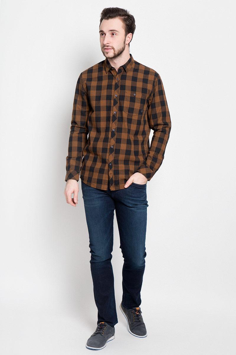 Рубашка мужская Tom Tailor Denim, цвет: коричневый, черный. 2032742.00.12_8607. Размер XL (52)2032742.00.12_8607Стильная мужская рубашка Tom Tailor Denim выполнена из натурального хлопка. Модель с отложным воротником и длинными рукавами застегивается на пуговицы спереди и дополнена нагрудным карманом на пуговице.