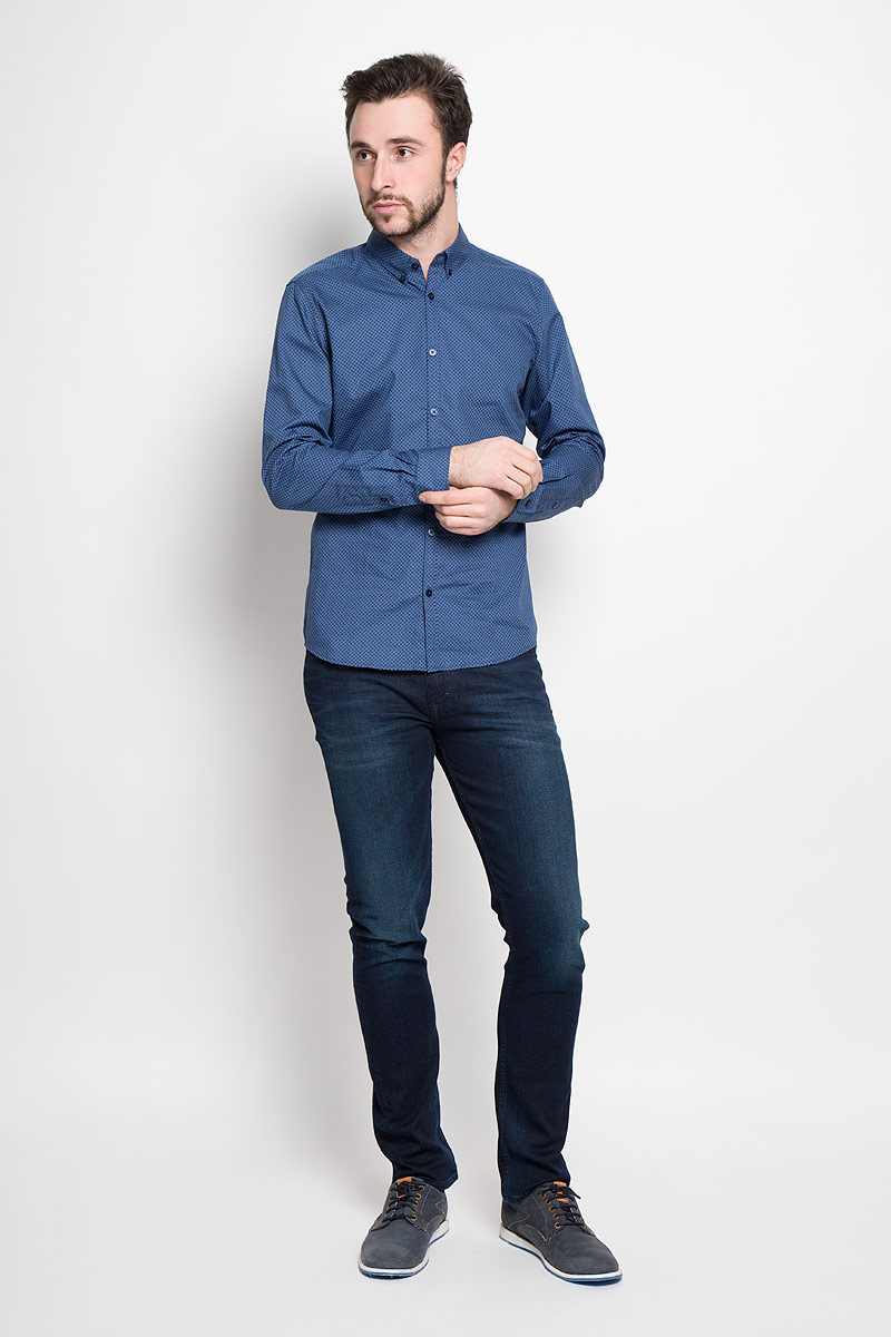 Рубашка мужская Tom Tailor, цвет: синий. 2032647.01.10_6727. Размер L (50)2032647.01.10_6727Стильная мужская рубашка Tom Tailor выполнена из натурального хлопка. Модель приталенного силуэта с отложным воротником и длинными рукавами застегивается на пуговицы спереди. Манжеты рукавов дополнены застежками-пуговицами.