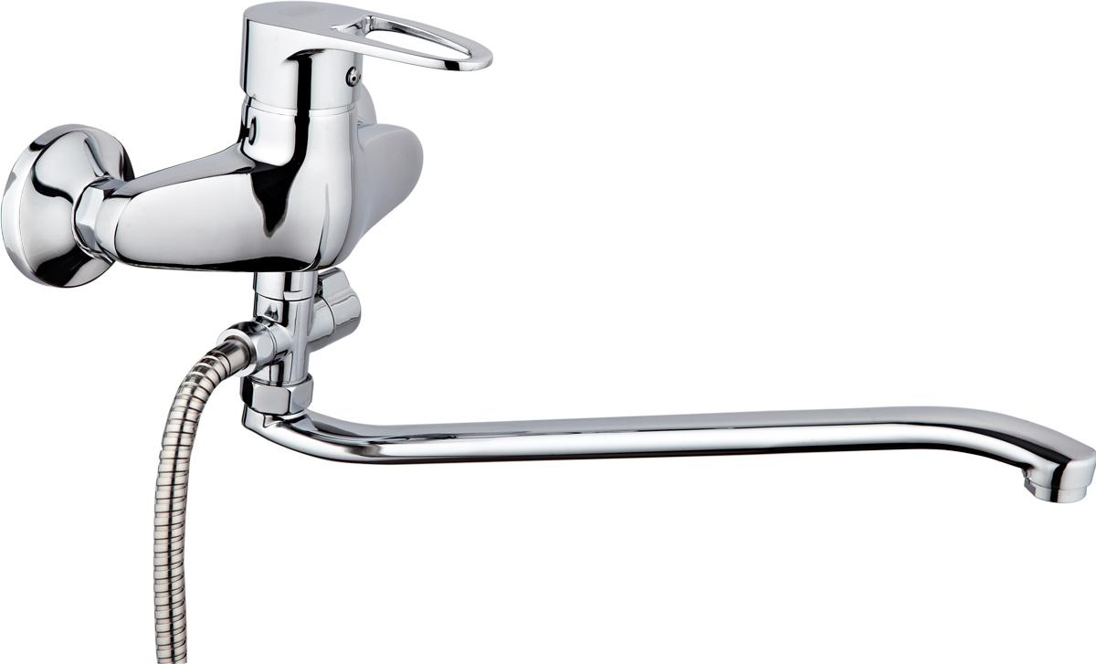 Смеситель для ванны и душа РМС, с длинным поворотным изливом, цвет: хром. SL52-006SL52-006Смеситель для ванны РМС с длинным поворотным изливом предназначен для смешивания холодной и горячей воды, устанавливается на мойку. Выполнен из высококачественной латуни марки MS63 (63% медь, 36% цинк, свинец, железо, сурьма, висмут, 1% фосфор). Такая латунь обладает повышенной прочностью, коррозионной стойкостью, твердостью и устойчивостью к щелочам и разбавленным кислотам. Смеситель оснащен керамическим картриджем. Смеситель находится в закрытом состоянии, если ручка опущена до отказа. Поднятием ручки регулируется напор воды, а поворотом ручки достигается регулирование степени температуры воды: влево - горячей, вправо - холодной. Преимущество одноручкового смесителя заключается в том, что установленная вами температура воды сохраняется, если ручка при закрытии и следующем открытии не поменяла свое положение. Благодаря большой твердости и износоустойчивости керамических пластинок одноручковые смесители дольше служат, чем традиционные. Аэратор выполнен из пластика. Европереключение на душ. В комплекте: эксцентрики, отражатели, металлический шланг для душа длиной 1,5 м, пластиковая лейка для душа, крепление для лейки. Кран-букса керамическая: 1/2. Картридж: керамический. Размер картриджа: 40 мм.