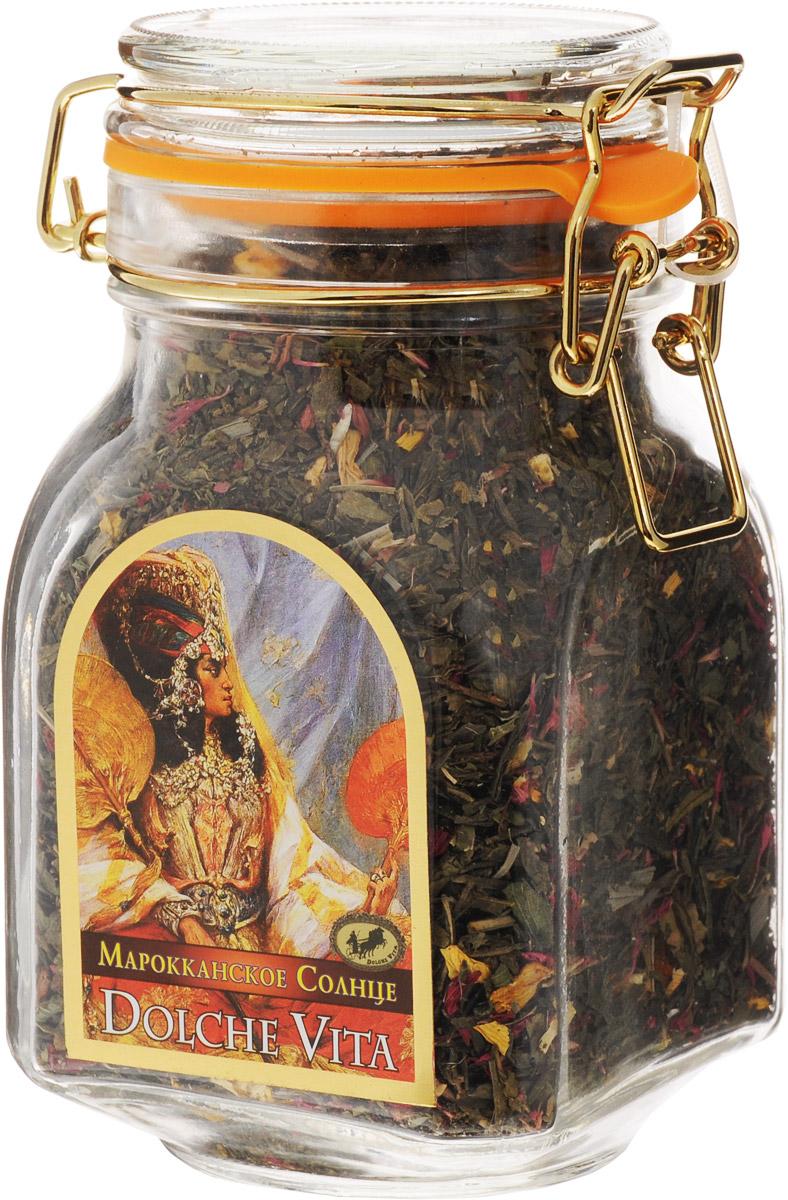 Dolche Vita Марокканское Солнце элитный зеленый листовой чай, 200 г21505Купаж зеленого крупнолистового чая Сенча, Silver Tips, листочков грецкого ореха, подсолнечника, лепестков граната, ягод облепихи, долек апельсина, мяты, лемонграсса, листьев и ягод черной смородины в стеклянной банке с замком. Ароматизирован натуральным маслом мяты.Уважаемые клиенты! Обращаем ваше внимание, что полный перечень состава продукта представлен на дополнительном изображении.