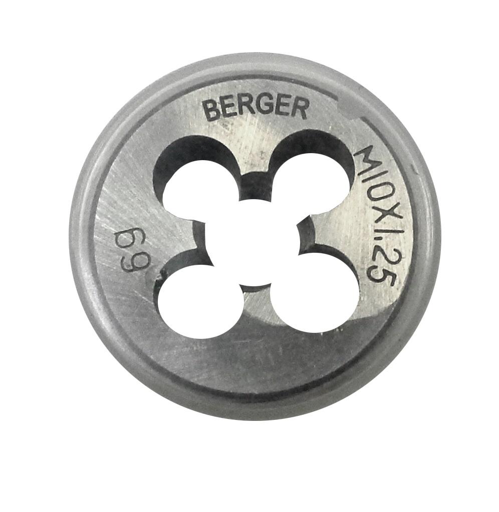 Плашка метрическая Berger, М10 х 1,25 мм. BG1007BG1007Метрическая плашка Berger позволяет вручную нарезать резьбу на детали. Изготовлена из инструментальной легированной стали 9ХС (средняя твердость 61 HRC), обладает повышенной износостойкостью, упругостью, сопротивлением к изгибу и кручению, стойкостью к контактным нагрузкам. Для удобства в работе зажимается в плашкодержателе. Диаметр резьбы равен 1,25 мм.