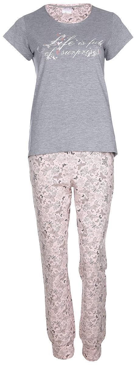 Комплект домашний женский Violett Life is Full: футболка, брюки, цвет: серый, розовый. 17150309. Размер S (44)17150309Женский домашний комплект Violett Life is Full включает в себя футболку и брюки. Комплект изготовлен из приятного на ощупь высококачественного натурального хлопка. Брюки дополнены широкой эластичной резинкой на поясе. Модель украшена принтом с изображением бабочек и цветов.Футболка с короткими рукавами и круглым вырезом горловины украшена надписью Life Is Full Of Surprises.