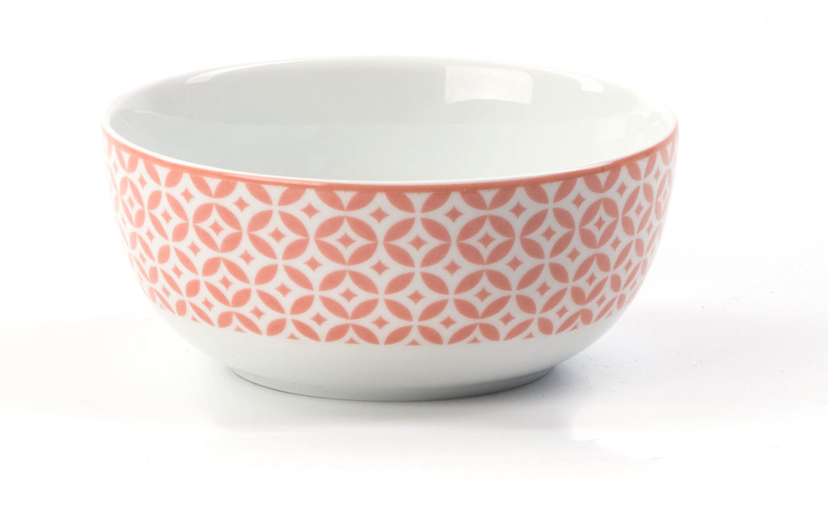 Салатник La Rose des Sables Витон, цвет: розовый, белый, диаметр 13 см553913 2278Салатник La Rose des Sables Витон выполнен из высококачественного тунисского фарфора, изготовленного из уникальной белой глины. На всех изделиях La Rose des Sables можно увидеть маркировку Pate de Limoges. Это означает, что сырье для изготовления фарфора добывают во французской провинции Лимож, и качество соответствует высоким европейским стандартам. Все производство расположено в Тунисе. Особые свойства этой глины, открытые еще в 18 веке, позволяют создать удивительно тонкую, легкую и при этом прочную посуду. Благодаря двойному термическому обжигу фарфор обладает высокой ударопрочностью, стойкостью к сколам и трещинам, жаропрочностью и великолепным блеском глазури. Коллекция Витон - это изысканная классика, дополненная красивым орнаментом по всей поверхности. Эта фарфоровая посуда станет настоящим украшением вашего стола. Прекрасный вариант как для праздничной, так и для повседневной сервировки стола. Можно использовать в СВЧ печи и мыть в посудомоечной машине.