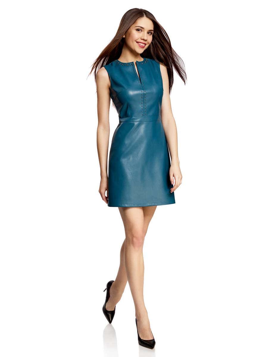 Платье oodji Ultra, цвет: темно-бирюзовый. 11902150/42442/7400N. Размер 40-170 (46-170)11902150/42442/7400NПлатье oodji Ultra без рукавов исполнено из двух видов ткани. Первая ткань имитирует кожу, а вторая, на спинке, текстильная. Имеет декольтированный V-образным вырезом воротник, украшенный металлическими полусферами и крупными стразами. Застегивается сбоку на молнию, имеет приталенный силуэт