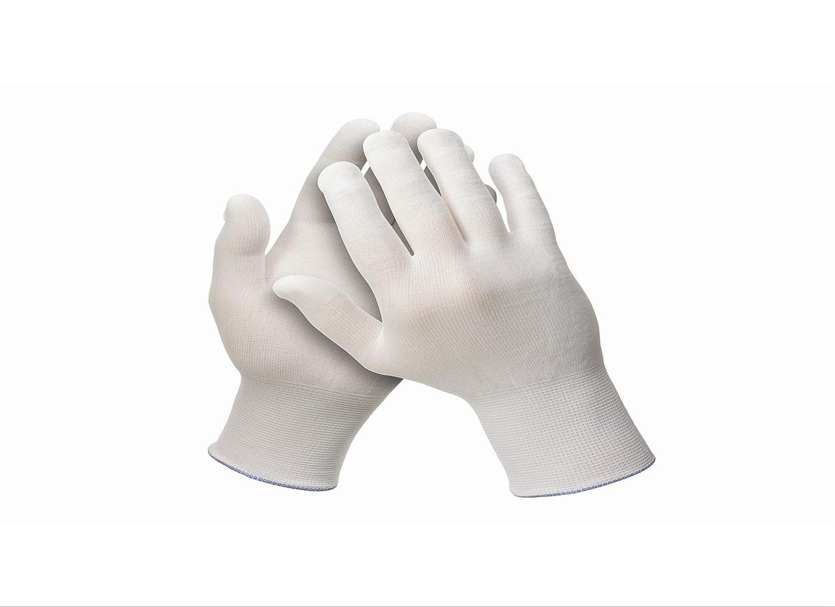 Перчатки хозяйственные Jackson Safety G35, размер 8 (M), цвет: белый, 120 шт38718Универсальные эргономичные перчатки белого цвета из 100% нейлона категории I (CE Simple) с максимальной тактильной чувствительностью для обнаружения мельчайших дефектов поверхности. Идеальное решение для автомобильной и авиационной промышленности для точных задач и лакокрасочных работ, где требуется безворсовый продукт, без наличия силикона в его составе. Отсутствие швов снижает риск возникновения раздражения на коже пользователя, а также повышает уровень воздухопроницаемости. Не является средством индивидуальной защиты.Единый дизайн для обеих рук, в наличии пять размеров, цветовая кодировка манжет для идентификации размера; двойная полиэтиленовая упаковка, которая минимизирует риск загрязнения продукта.Размеры:38716 - 6 (XS)38717 - 7 (S)38718 - 8 (M)38719 - 9 (L)38720 - 10 (XL)
