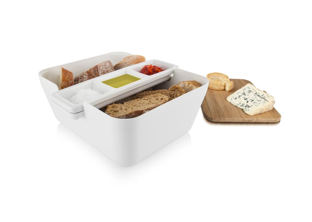 Набор для хлеба и закусок Tomorrows Kitchen Bread & Dip, цвет: белый2710260Свежий хлеб с соусом - это отличная закуска или дополнение к застолью. С набором Обмакни и съешь Tomorrows Kitchen у вас будет все необходимое, чтобы подать его практично и красиво. На доске из бамбука можно легко порезать французский батон, итальянский хлеб с травами или другой домашний хлеб из хлебопечки. Положите готовые кусочки в большую емкость для сервировки, а на керамической подставке с выемками подайте различные соусы или спрэды. Например, оливковое масло, чесночное масло и хумус. С набором Обмакни и съешь хлеб и соусы всегда будут рядом, и эту емкость легко можно передать соседу по столу. Бамбуковую доску можно также использовать как крышку, что удобно для вечеринки на свежем воздухе или в преддверии появления гостей. С набором Обмакни и съешь хлеб можно подать со вкусом! • Подходит для различных видов хлеба и соусов• Красиво и практично• Бамбуковая разделочная доска• Хлеб и соусы всегда рядом• Доску можно использовать как крышку