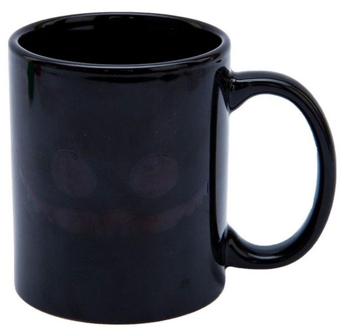 Кружка-хамелеон Bradex Чеширский кот, цвет: черный, зеленый, белый. SU 0046SU 0046Оригинальная керамическая кружка-хамелеон Bradex Чеширский кот станет отличным подарком для людей с чувством юмора или поклонников Алисы в Стране чудес.Благодаря термографическим чернилам в своем составе кружка меняет рисунок при попадании в нее кипятка: на внешней стороне чашки появляется улыбка Чеширского кота.