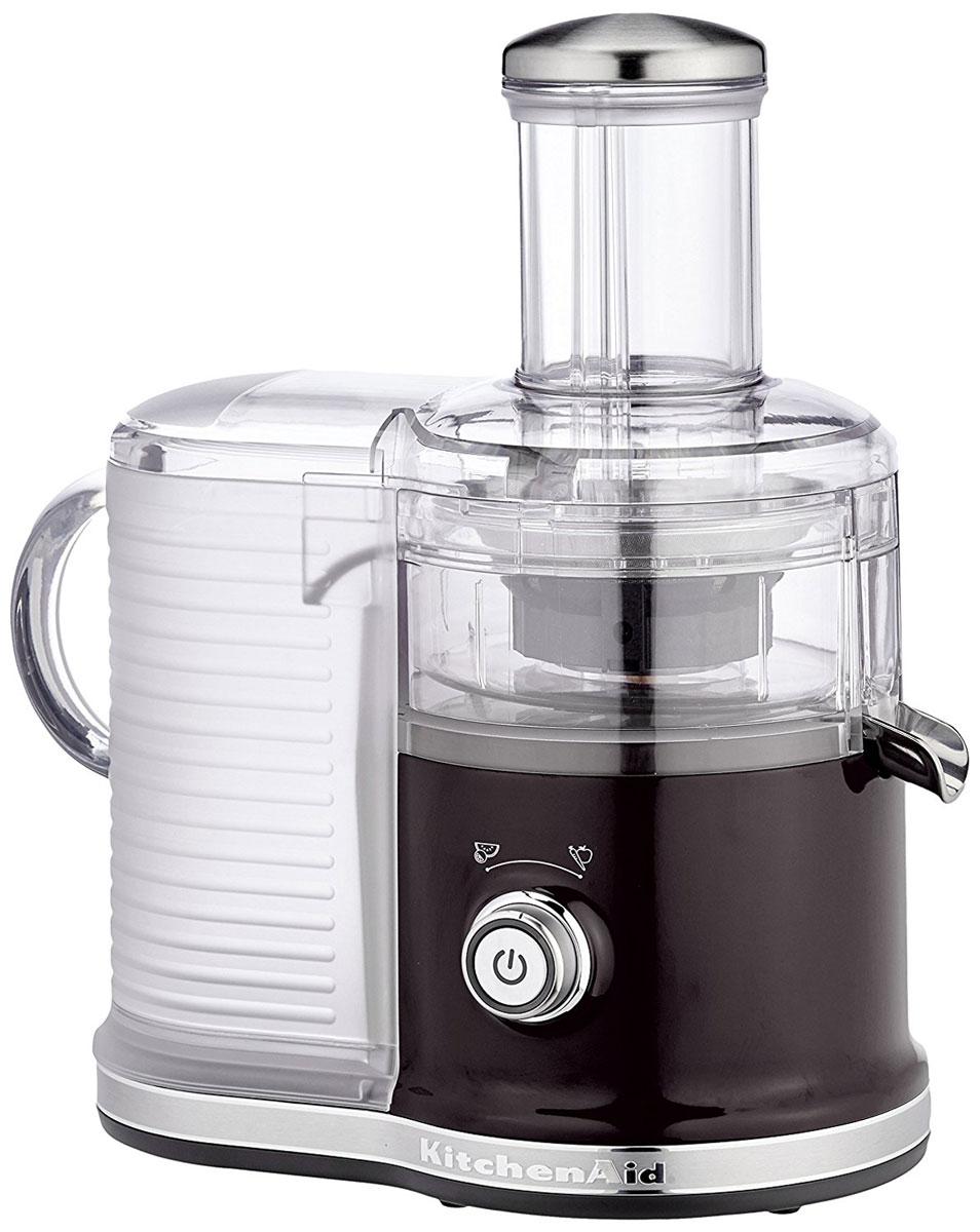 KitchenAid Artisan 5KVJ0333, Black соковыжималка5KVJ0333EOBСкоростная центрифужная соковыжималка KitchenAid Artisan 5KVJ0333 имеет две скорости для мягких и твердых фруктов и овощей, что увеличивает объем получаемого сока, сокращая количество отходов.Экстра широкое жерло и толкатель подходит для фруктов и овощей разных размеров, сокращая время предварительной нарезки.Капля-стоп для контролирования вытекания сока.Контроль объема мякоти с помощью фильтра с 3-мя регулируемыми настройками позволяет регулировать объем мякоти в соке для приготовления однородных овощных соков или более густых фруктовых соков.