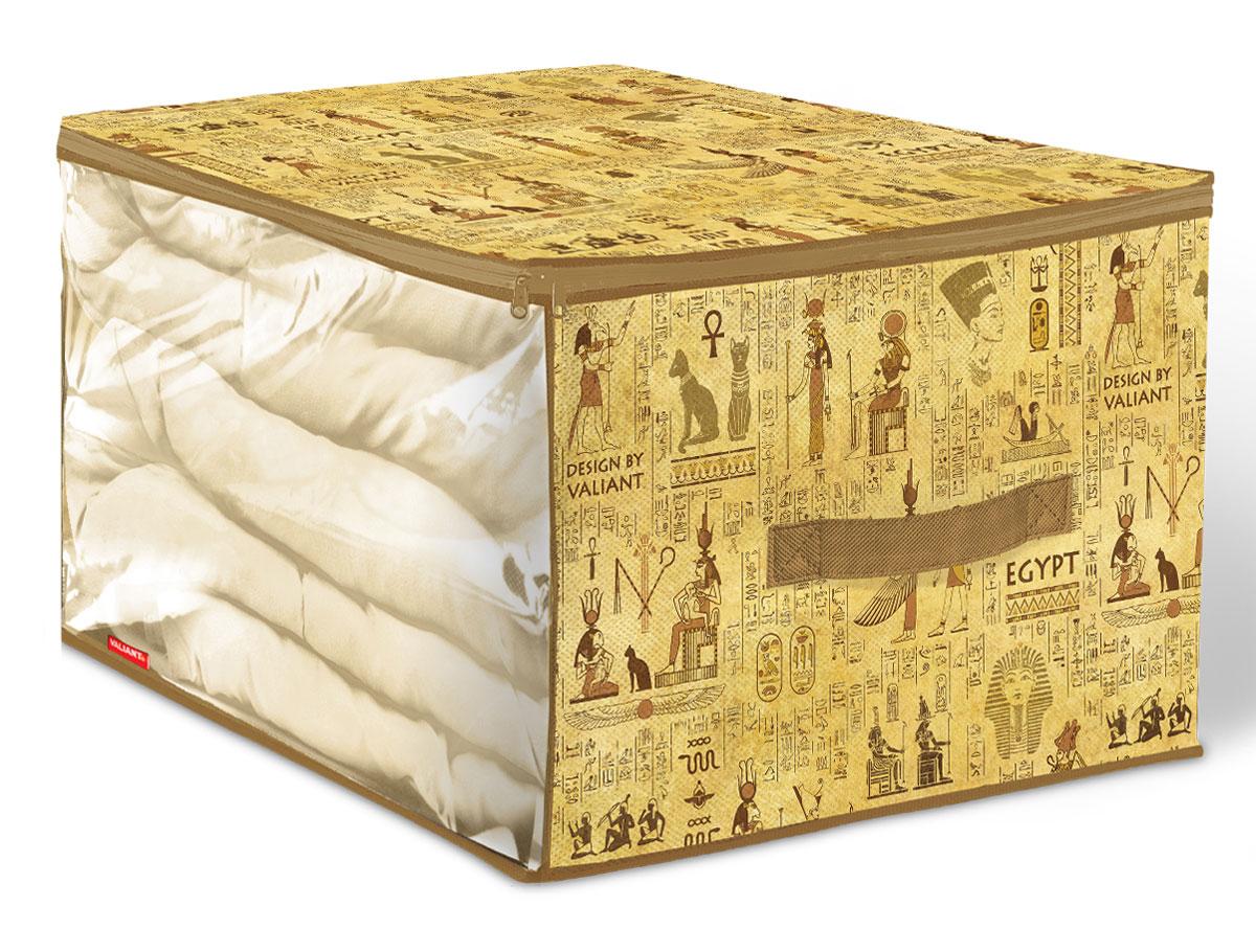 """Вместительный кофр Valiant """"Egypt"""" изготовлен из высококачественного прочного нетканого  материала и предназначен для долговременного хранения вещей. Кофр закрывается крышкой на  застежку-молнию. Одна из боковых сторон выполнена из прозрачного ПВХ, что позволяет видеть  содержимое. Для удобства в обращении имеется ручка.  Кофр защитит ваши вещи от повреждений, пыли, влаги и загрязнений во время хранения и  транспортировки. Он пропускает воздух и отталкивает воду.  Изделие гармонично смотрится в любом интерьере, привнося в него изысканность и  дизайнерскую изюминку. Кофр - это новый взгляд на систему хранения - теперь хранить вещи не  только удобно, но и красиво.  Размер кофра: 60 х 50 х 35 см."""