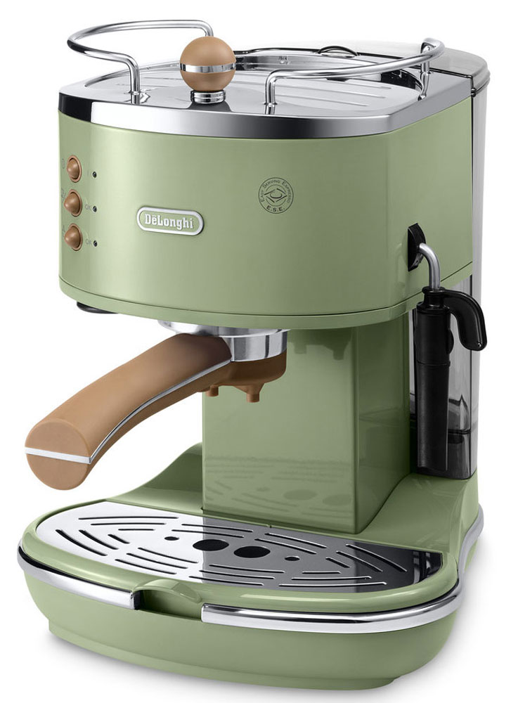 DeLonghi Icona Vintage ECOV311, Green рожковая кофеваркаECOV311.GRIcona Vintage ECOV311 от DeLonghi сочетает в себе стильный ретро-дизайн и самые современные технологии приготовления крепкого эспрессо и вкуснейшего капучино с пышной молочной пенкой.Удобная и простая в управлении, кофеварка может готовить кофе из смолотых зёрен или используя порционный кофе в чалдах E.S.E. Держатель фильтра имеет систему Crema, благодаря которой достигается идеальная кофейная пенка для вашего эспрессо. Нажатием одной кнопки можно быстро вспенить холодное молоко для вашего капучино. Вы можете приготовить одновременно две чашки напитка, если хотите выпить кофе с другом.Для того чтобы обеспечить оптимальную температуру напитка и глубже раскрыть его вкус, кофеварка предварительно подогреет вашу чашку на специальной поверхности.Благодаря системе автоматической поддержки давления и температуры, кофеварка всегда готова для использования и может начать варить ваш кофе в любой момент.Аппарат имеет прочный металлический корпус, а бойлер изготовлен из гигиеничной нержавеющей стали, что гарантирует долгий срок службы кофеварки.