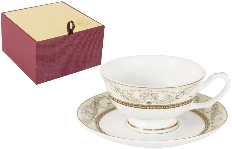"""Чайная пара Emerald """"Романтика"""" состоит из чашки и блюдца, выполненных из высококачественного костяного фарфора. Изделия легкие, белоснежные и прочные. Нанесение сверкающей глазури, не содержащей свинца, придает посуде превосходный блеск и особую прочность. Внешние стенки декорированы изысканным узором и дополнены золотистой эмалью. Такой набор станет отличным приобретением для кухни. Изящный дизайн сделает его оригинальным дополнением сервировки стола к чаепитию. Благодаря высокому качеству исполнения, разнообразным декорам и оптимальному соотношению цена - качество, посуда Emerald завоевала огромную популярность у покупателей и пользуется неизменно высоким спросом."""