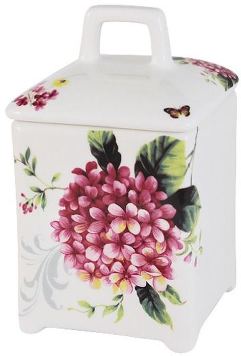 Банка для сыпучих продуктов Imari Цветы и птицы, 15см. IM55060/2-A2210ALIM55060/2-A2210ALБанка для сыпучих продуктов 15см Цветы и птицыIMARI производит широкий ассортимент посуды из высококачественной керамики, основным ингредиентом которой является твердый доломит, поэтому все керамические изделия IMARI - легкие, белоснежные, прочные и устойчивы к высоким температурам. Высокое качество изделий достигается не только благодаря использованию особого сырья и новейших технологий и оборудования при изготовлении посуды, но также благодаря строгому контролю на всех этапах производственного процесса на фабрике в Китае. Нанесение сверкающей глазури, не содержащей свинца, придает изделиям IMARI превосходный блеск и особую прочность. Высокое качество исходного сырья и глазури позволяют мыть изделия IMARI в посудомоечных машинах.