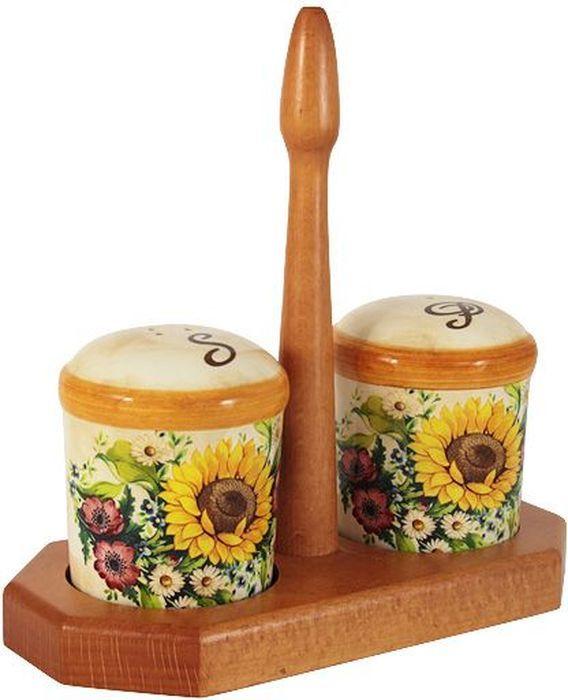 Набор для специй LCS Подсолнухи Италии, на подставке, 3 предметаLCS873L-S-ALНабор для специй LCS Подсолнухи Италии, изготовленный из керамики, состоит из солонки и перечницы. Емкости декорированы изысканным изображением помещаются на специальную деревянную подставку. Солонка и перечница легки в использовании: стоит только перевернуть емкости, и вы с легкостью сможете поперчить или добавить соль по вкусу в любое блюдо.Набор LCS Подсолнухи Италии не только украсит стол, но и станет полезным аксессуаром как на кухне, так и за праздничным столом.