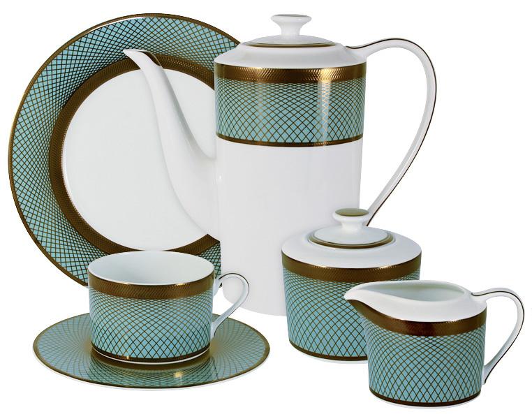 Чайный сервиз Naomi Бирюза, 21 предмет, 6 персон. NG-G150306-21-ALNG-G150306-21-ALЧайный сервиз Бирюза 21 предм.на 6 персон (6 чашек 0.25л, 6 блюдец, 6 тарелок 21.5см, чайник 1.4л, сахарница 0.35л, молочник 0.25л )Чайная и обеденная посуда торговой марки Naomi из высококачественного костяного фарфора отличается прекрасными дизайнами, исполненными как в современном, так и в классическом стиле по разработкам современных японских художников. Все изделия изготавливаются на современном оборудовании по новейшим технологиям и проходят строгий контроль качества.