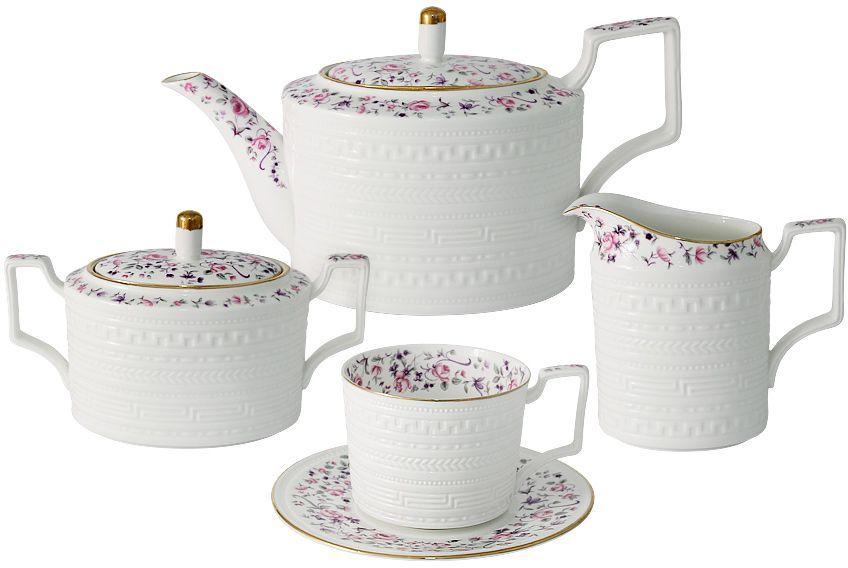 """Чайный сервиз Colombo """"Стиль"""" состоит из 15 предметов и рассчитан на 6  персон. Посуда для чая и сервировки стола торговой марки """"Colombo"""" изготовлена из  костяного фарфора. Высокое качество изделий достигается благодаря  использованию новейших технологий при изготовлении посуды, а также  строгому контролю на всех этапах производственного процесса на фабрике.   Рекомендуется мыть в теплой воде с применением мягких моющих средств.  Объем чашки: 250 мл. Объем сахарницы: 400 мл. Объем молочника: 300 мл. Объем чайника: 1 л."""