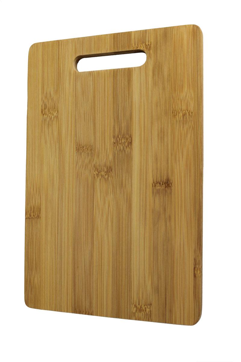 Доска разделочная Vetta, 30 х 20 х 1 см851081Доска разделочная Vetta выполнена из натурального каучукового дерева. Древесина дерева гевея не впитывает запахи и обладает водоотталкивающими свойствами. Специальное покрытие обеспечивает длительную антибактериальную защиту. Изделие оснащено удобной ручкой Не рекомендуется мыть в посудомоечной машине.