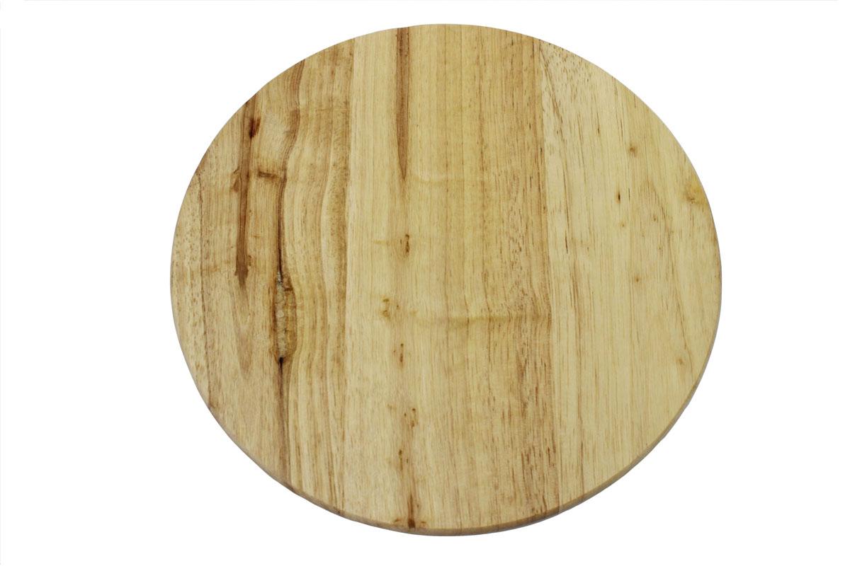 Доска разделочная Vetta, диаметр 26 см851080Доска разделочная Vetta выполнена из натуральной гевеи. Древесина дерева гевея не впитывает запахи и обладает водоотталкивающими свойствами. Специальное покрытие обеспечивает длительную антибактериальную защиту. Изделие оснащено удобной ручкой Не рекомендуется мыть в посудомоечной машине.