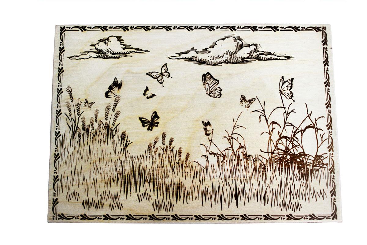 Доска разделочная Бабочки 30 см х 21 см851066Разделочная доска Бабочки, изготовленная из березы, прекрасно подходит для разделки и измельчения всех видов продуктов. С лицевой стороны изделие декорировано изображением.
