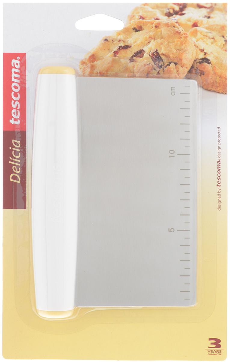 Нож для теста Tescoma Delicia. 630067630067Нож для теста Tescoma Delicia отлично подходит для легкой и быстрой нарезки теста. Твердое лезвие выполнено из нержавеющей стали. Оно снабжено шкалой в сантиметрах с одной стороны, а также шкалой в миллиметрах и таблицей преобразования объема чашки, ложки и чайной ложки в миллилитрах и унциях с другой стороны. С помощью лезвия очень удобно измерять длину, ширину и толщину теста и готовой выпечки, а также собирать излишки теста и муки. Ручка удобной формы выполнена из пластика.Такой нож станет полезным приобретением на вашей кухне. Можно мыть в посудомоечной машине.