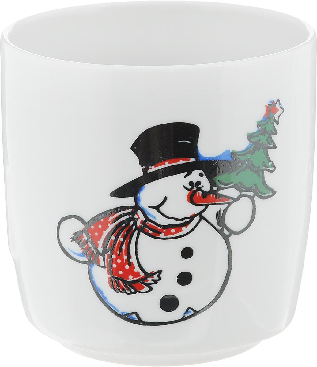 Стакан Фарфор Вербилок Снеговик с елкой, 210 мл28783160Стакан Фарфор Вербилок Снеговик с елкой выполнен из высококачественного фарфора. Он прекрасно подойдет для горячих и холодных напитков. Такой стакан отлично дополнит вашу коллекцию кухонной посуды и порадует вас ярким дизайном и практичностью. Диаметр стакана по верхнему краю: 7 см. Высота стенки: 7,5 см.