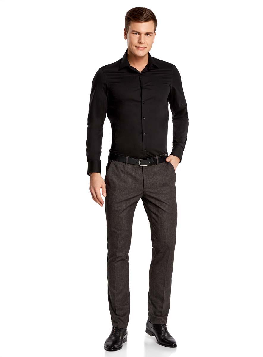 Рубашка мужская oodji Basic, цвет: черный. 3B140000M/34146N/2900N. Размер 44-182 (56-182)3B140000M/34146N/2900NМужская рубашка oodji Basic изготовлена из хлопка с добавлением полиамида и эластана. Классический воротничок с острыми углами, манжеты с пуговицами, застежка на пуговицы спереди по всей длине. У рубашки слега приталенный силуэт, ее можно носить заправленной или навыпуск. Оптимальное соотношение хлопка и синтетики: не мнется, прекрасно держит форму и дает коже возможность дышать. В такой рубашке комфортно в течение всего дня. Элегантная рубашка станет основой для делового гардероба. Она хорошо сочетается с прямыми и зауженными брюками. Для создания строгого образа рубашку можно дополнить классическим или спортивным пиджаком, или же в качестве второго слоя выбрать трикотажный кардиган. С этой рубашкой вы можете создать разные деловые луки. Они всегда будут отвечать строгому дресс-коду. Из обуви предпочтение рекомендуется отдавать классическим моделям туфель.