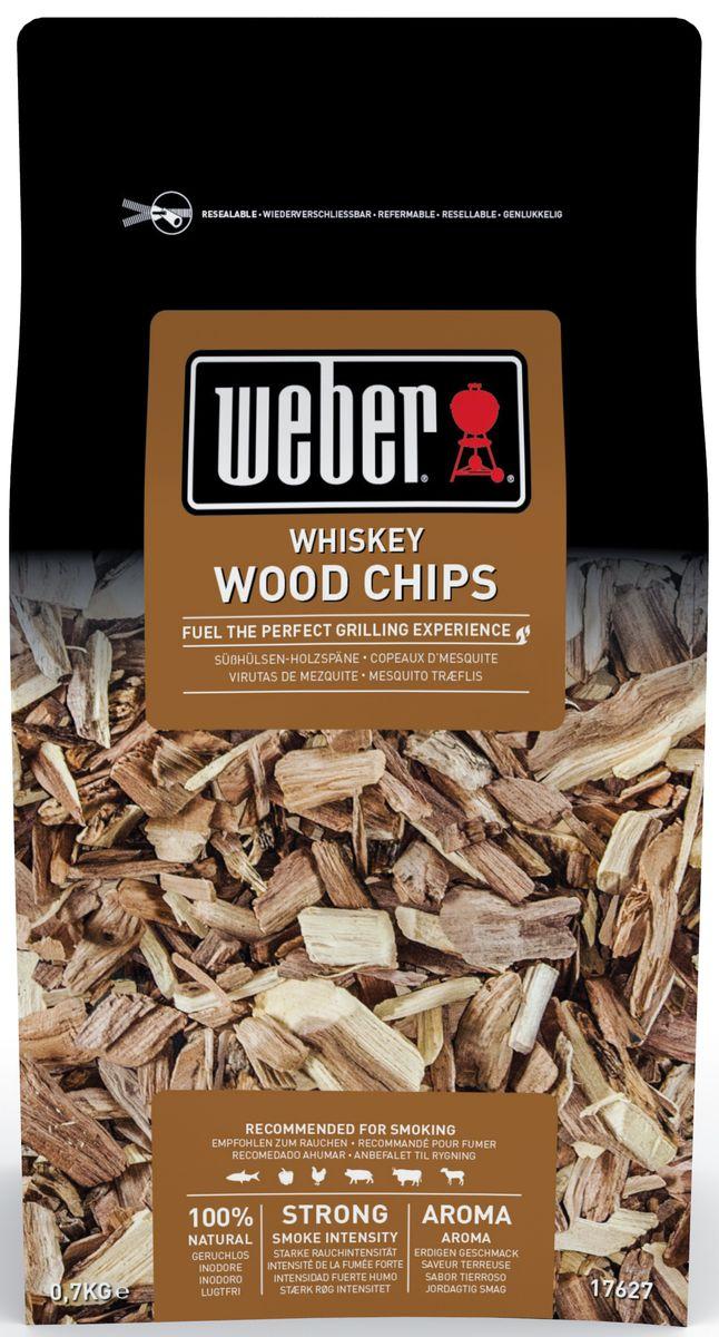 """Щепа для копчения Weber """"Дуб Виски"""" изготовлена с использованием бочек от виски, она предназначена для получения ароматного дыма и придания мясу специфического горьковатого запаха. Подходит для копчения любых продуктов: свинины, баранины, говядины, птицы, рыбы и овощей, которые после обработки приобретают насыщенный темно-золотистый оттенок и приятный вкус. Дубовая щепа для копчения после изготовления герметично упаковывается в водонепромокаемый пакет с застежкой. Упаковка может быть использована в качестве емкости для замачивания щепы."""