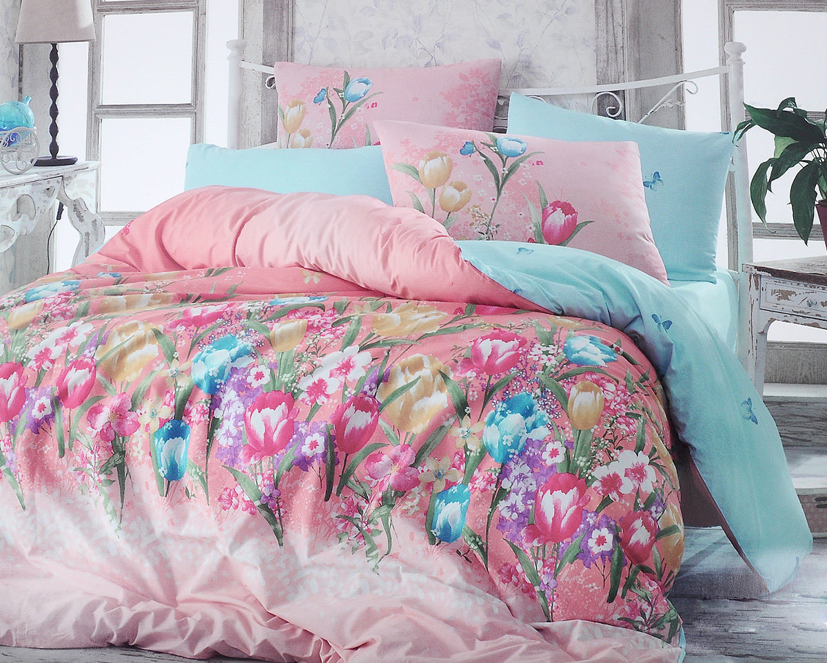 Комплект белья Hobby Home Collection Bianca, евро, наволочки 50x70, 70x70, цвет: розовый, голубой1501001130Комплект белья Hobby Home Collection Bianca состоит из простыни, пододеяльника и 4 наволочек. Белье выполнено из ранфорса - это ткань из 100% натурального хлопка, которая легко стирается, практичнее льна, подстраивается под температуру воздуха - зимой на таком белье тепло, летом - прохладно. Мягкость и нежность материала создает чувство комфорта и защищенности. У хлопка хорошая проводимость тепла, поэтому постельное белье из него может надолго оставаться свежим. Постельное белье с оригинальными дизайнами станет отличным выбором для людей, стремящихся всегда быть стильными.