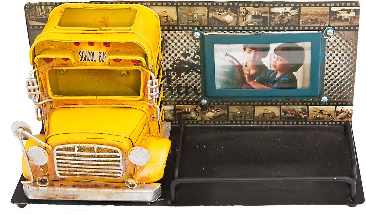 Фоторамка Platinum Школьный автобус, с подставкой для ручек1410E-4782Фоторамка Platinum Школьный автобус, выполненная из металла, имеет оригинальныйдизайн. Она оснащена подставкой для ручек, которая освобождает пространствона вашем столе. Такаяфоторамка поможет вам оригинально и стильно дополнить интерьер помещения,а также позволит сохранить память о дорогих вам людях и интересных событияхвашей жизни. Подходит для фотографий размером: 4,5 х 7,5 см.