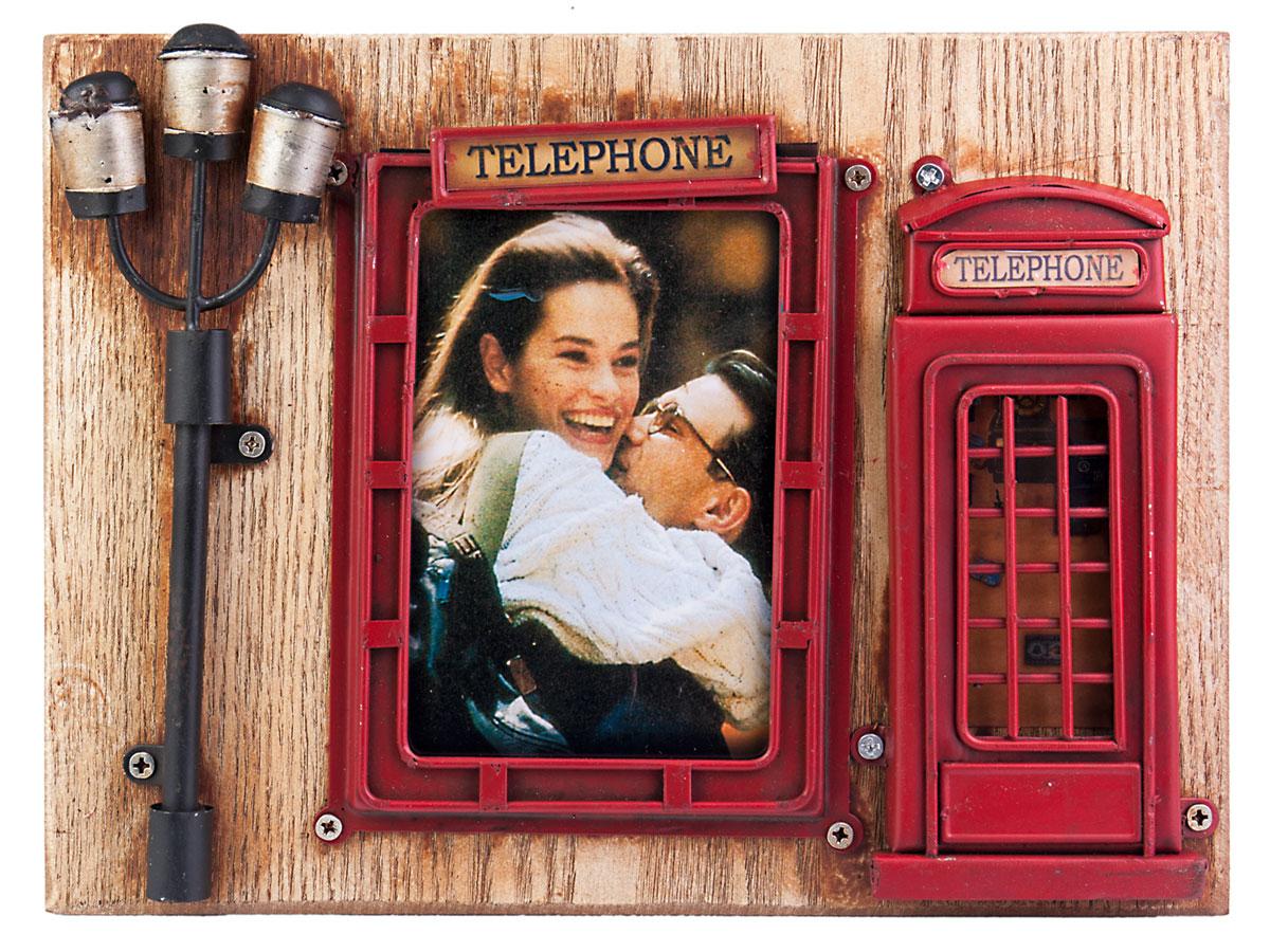 Фоторамка Platinum Телефонная будка, цвет: красный. 1510F-4071510F-407Фоторамка Platinum Телефонная будка, изготовленная из металла, имеет оригинальный дизайн. Рамка выполнена в винтажном стиле иоформленав виде знаменитой красной лондонской телефонной будки.Фоторамка поможет вам оригинально и стильно дополнить интерьер помещения, а также позволит сохранить память о дорогих вам людях и интересных событиях вашей жизни.Подходит для фотографии размером: 9 х 12 см.