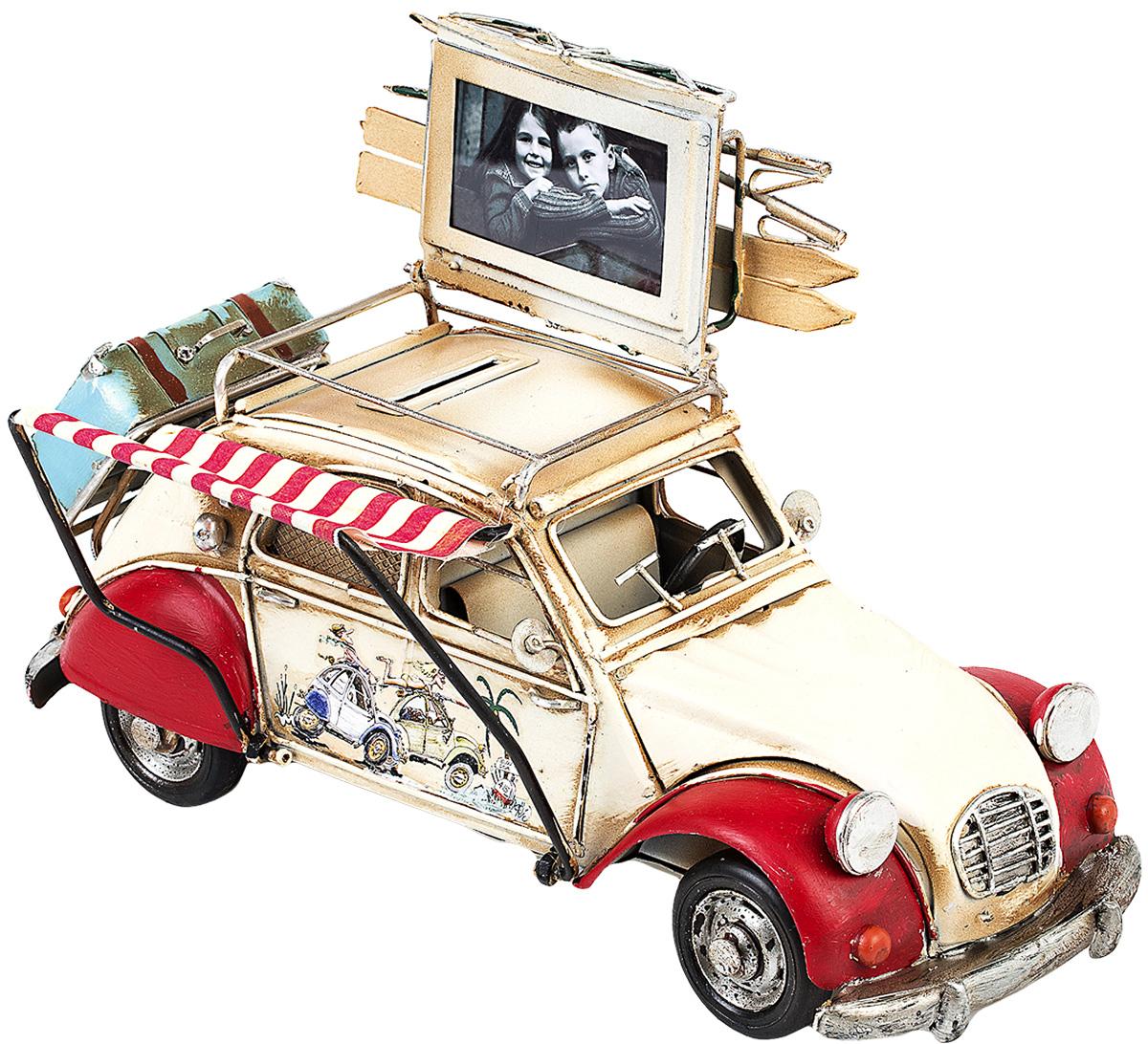 Модель Platinum Автомобиль, с фоторамкой и копилкой. 1404E-43401404E-4340Модель Platinum Автомобиль, выполненная из металла, станет оригинальным украшением интерьера. Вы можете поставить модель ретро-автомобиля в любом месте, где она будет удачно смотреться.Изделие дополнено копилкой и фоторамкой, куда вы можете вставить вашу любимую фотографию.Качество исполнения, точные детали и оригинальный дизайн выделяют эту модель среди ряда подобных. Модель займет достойное место в вашей коллекции, а также приятно удивит получателя в качестве стильного сувенира.