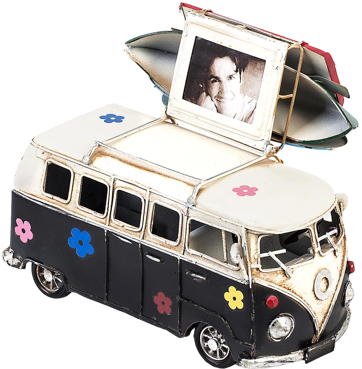 Модель Platinum Автобус, с фоторамкой и копилкой. 1404E-43491404E-4349Модель Platinum Автобус, выполненная из металла, станет оригинальным украшением вашего интерьера. Вы можете поставить модель автобуса в любом месте, где она будет удачно смотреться.Изделие дополнено фоторамкой и копилкой.Качество исполнения, точные детали и оригинальный дизайн выделяют эту модель среди ряда подобных. Модель займет достойное место в вашей коллекции, а также приятно удивит получателя в качестве стильного сувенира.