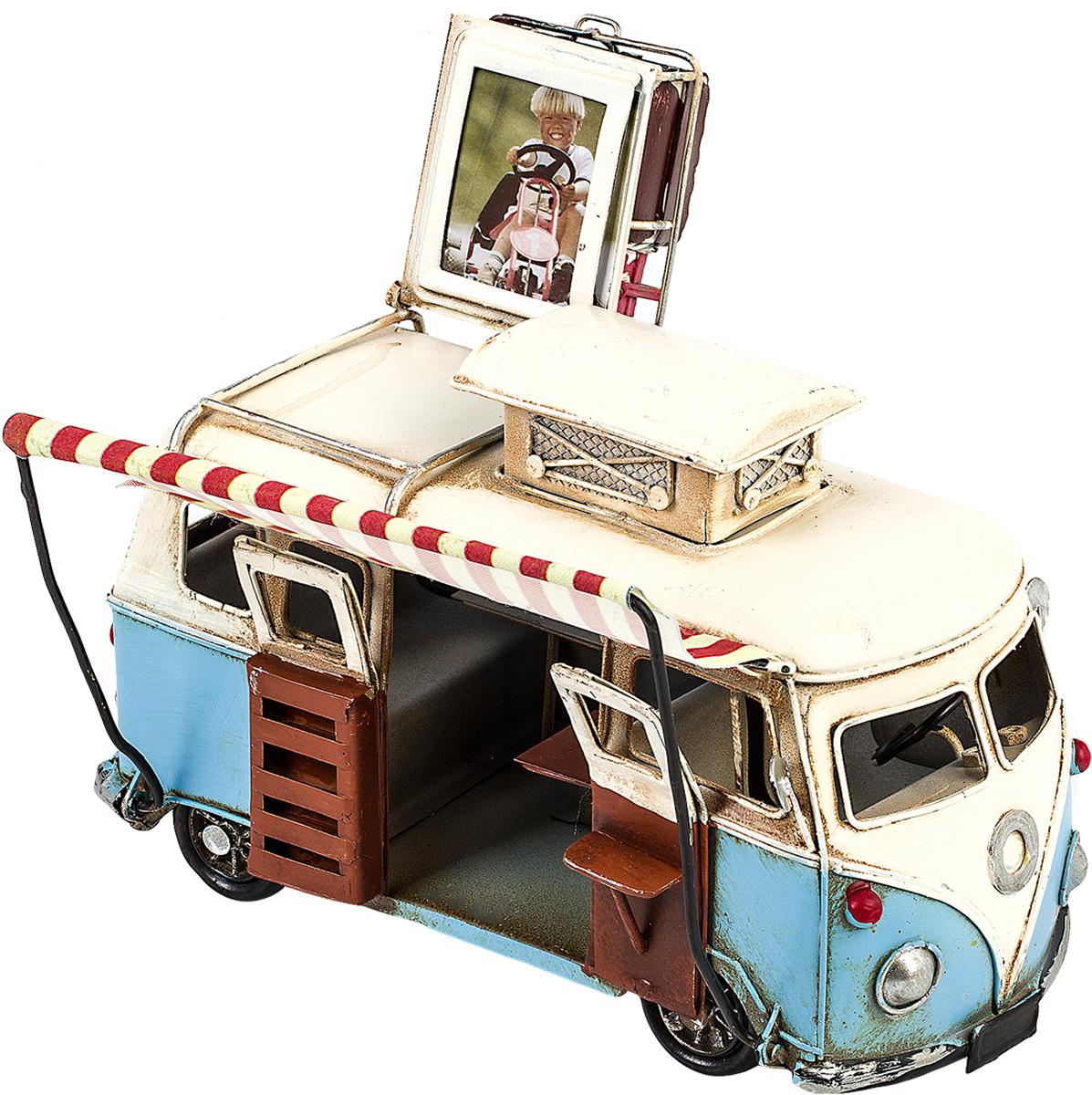 Модель Platinum Автобус, с фоторамкой. 1404E-43521404E-4352Модель Platinum Автобус, выполненная из металла, станет оригинальнымукрашением вашегоинтерьера. Вы можете поставить модель автобуса в любом месте, где онабудет удачно смотреться. Изделие дополнено фоторамкой, куда вы можете вставить вашу любимуюфотографию. Качество исполнения, точные детали и оригинальный дизайн выделяют этумодель среди ряда подобных. Модель займет достойное место в вашейколлекции, а также приятно удивит получателя в качестве стильного сувенира.