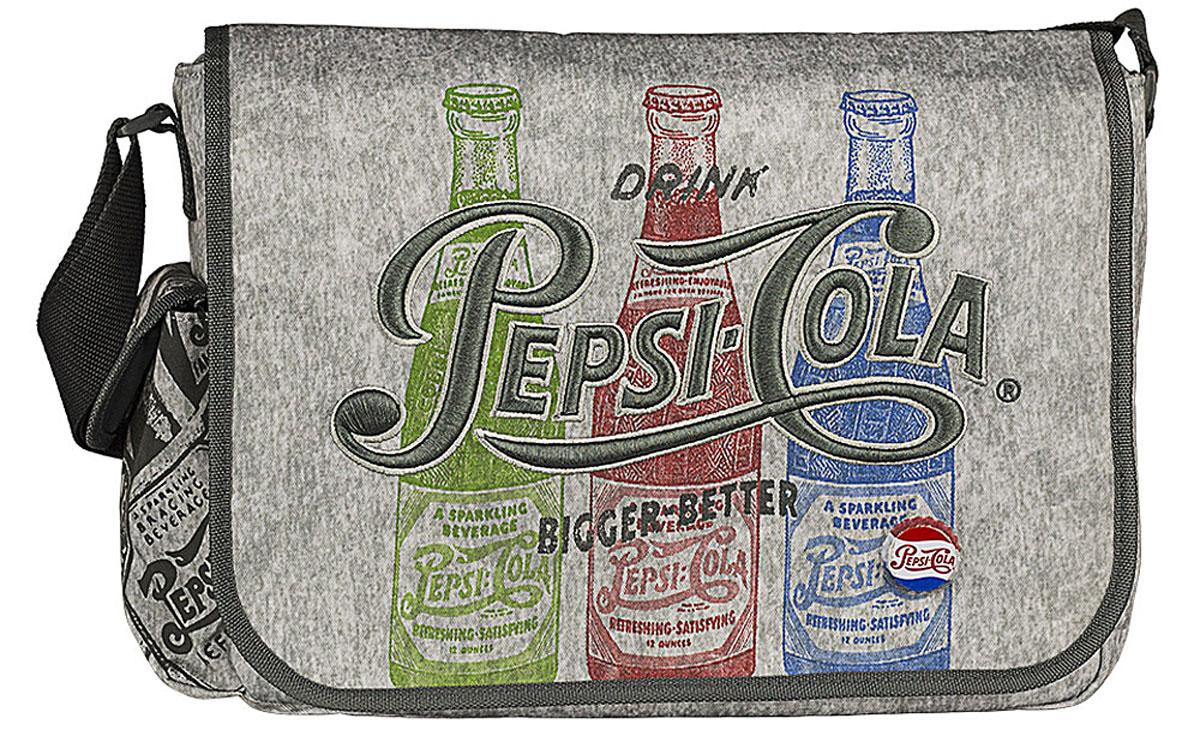 Pepsi Сумка школьная Pepsi ColaPECB-UT1-125Сумка школьная Pepsi Cola изготовлена из прочного материала серого цвета и оформлена рисунками бутылочек с газировкой, вышивкой и оригинальным значком в виде пробки. Сумка имеет одно основное отделение, которое закрывается на молнию и клапан с липучками. Внутри отделения находятся три кармашка под канцелярские принадлежности, открытый карман для мелочей и врезной кармашек на молнии. Под клапаном с лицевой стороны расположен накладной карман на застежке-молнии. С одного бока сумка дополнена накладным кармашком под клапаном на липучке.Сумка имеет одну лямку, которая регулируется по длине.Такую сумку можно использовать для повседневных прогулок, учебы, отдыха или спорта.
