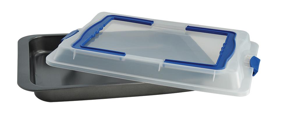 Противень Regent Inox Easy, с пластиковой крышкой, с антипригарным покрытием, 37 x 25 x 5,5 смПЦ2218ЛМНГлубокий противень Regent Inox Easy подходит для приготовления выпечки, запекания рыбы, мяса, овощей. В нем также можно испечь картофель по-деревенски.Антипригарное покрытие позволяет готовить с минимальным количеством масла. Противень изготовлен из углеродистой стали - крепкого, долговечного и износостойкого материала, который выдерживает высокие температуры.В комплекте прилагается удобная пластиковая крышка для герметичного хранения продуктов.Противень можно мыть в посудомоечной машине и вручную с неабразивными средствами.