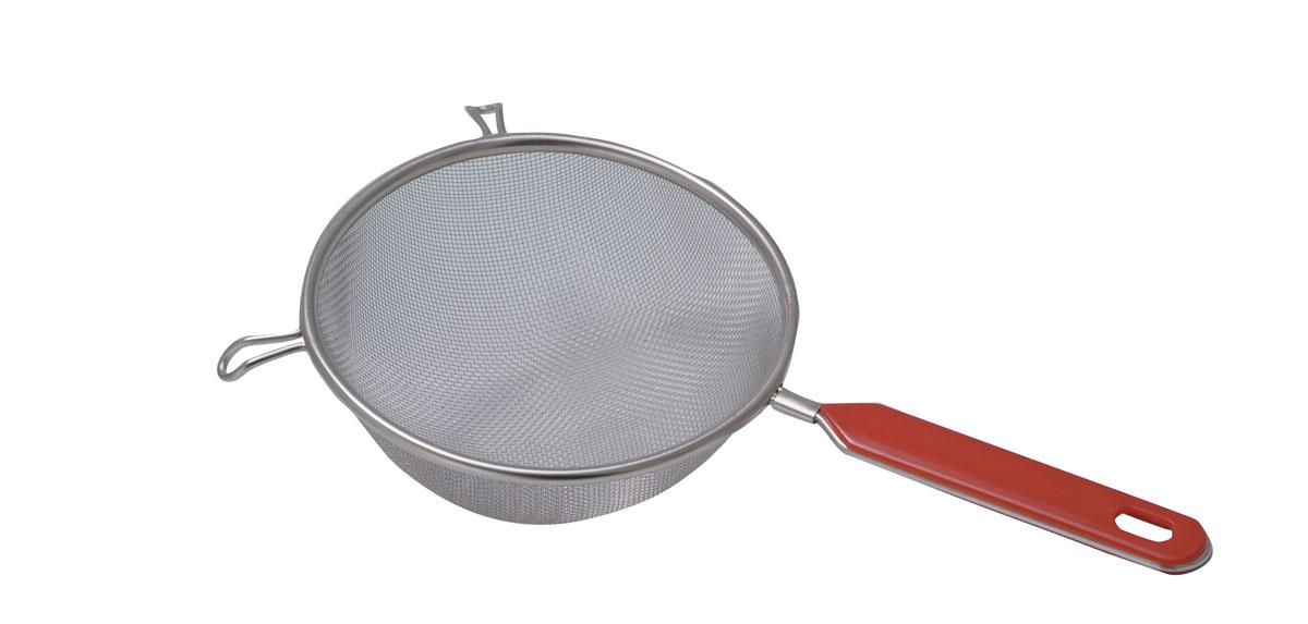 Сито Regent Inox Pronto, диаметр 7 см93-PRO-02-07Сито Regent Inox Pronto отличается специальными петлями, благодаря которым можно установить изделие на кастрюлю или другую посуду. Пользоваться им очень удобно. Используя ситечко, можно легко сливать воду от сваренной картошки, промывать фунчозу или просеивать муку для пирогов. Ситечко выполнено из нержавеющей стали, которая обладает высокой прочностью и долговечностью. Оно имеет эргономичную пластиковую ручку, которая не позволит ему выскользнуть из рук.