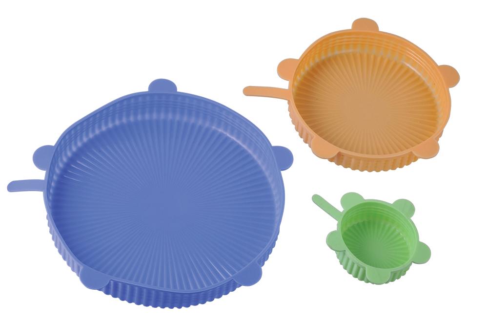 """В набор """"Silicone"""" входят 3 силиконовые крышки 22 см, 17 см и 7 см. Данный материал обладает прочностью, долговечностью и легкостью. Вакуумные крышки позволят покупать больше продуктов и хранить их с меньшими потерями дома, в путешествии или на отдыхе. Ими можно накрыть любую посуду для хранения продуктов в холодильнике или разогрева в микроволновой печи. Крышки герметично закрывают посуду, благодаря чему внутри создается эффект круговой циркуляции тепла, и блюда получаются вкусными и полезными."""
