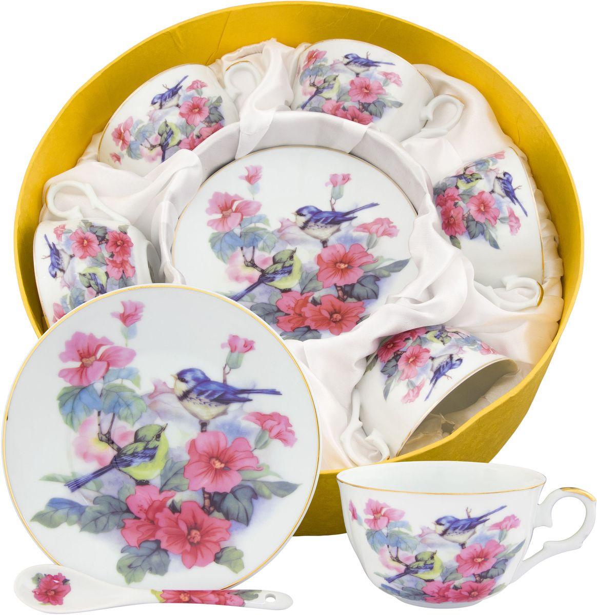Чайный набор Elan Gallery Синички в шиповнике, с ложкой, 18 предметов180817Набор на 6 персон сделает Ваше чаепитие незабываемым. В комплекте: 6 чашек объемом 250 мл, 6 блюдец, 6 ложек. Изделие имеет подарочную упаковку с шелковой подложкой, поэтому станет желанным подарком для Ваших близких!Модные наборы для чаепития Elan Gallery являются верным выбором для любого гардероба. Внешний вид наборов основательно выверен. Все части аккуратно выбраны и отлично подходят друг к другу.