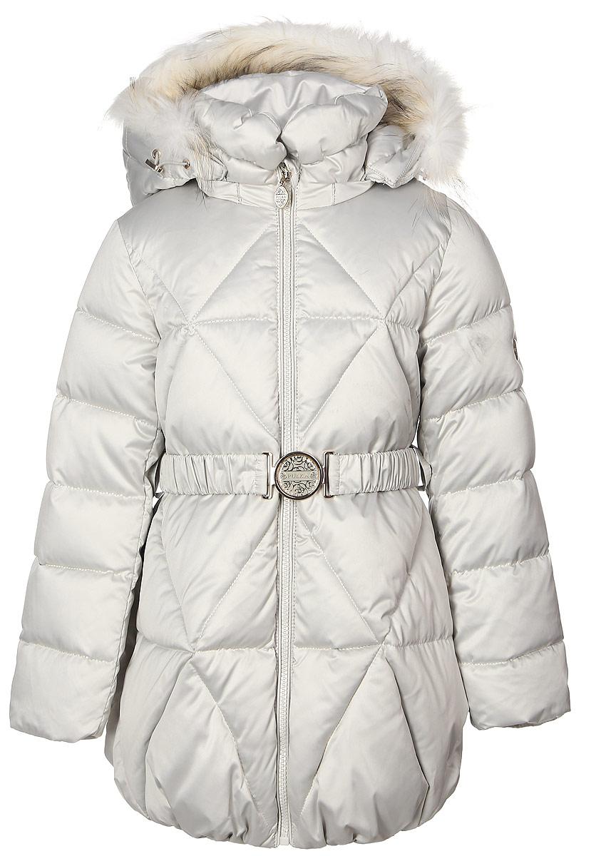 Куртка для девочки Pulka, цвет: молочный сатин. PUFWG-616-20122-203. Размер 110PUFWG-616-20122-203Стильная куртка для девочки Pulka изготовлена из качественного полиэстера. В качестве наполнителя применяются сочетание пуха, пера и полиэстера. Спереди модель застегивается на молнию с внутренней ветрозащитной планкой. С внутренней стороны изготовлена уютная трикотажная подкладка, а рукава выполнены на подкладке из полиэстера. Капюшон пристегивается к курточке с помощью застежки-молнии и декорирован натуральным мехом енота. Рукава и низ изделия дополнены эластичными резиночками. Спереди модель оформлена двумя втачными карманами на молнии. На талии имеется стильный поясок на эластичной резинке с металлической бляшкой.