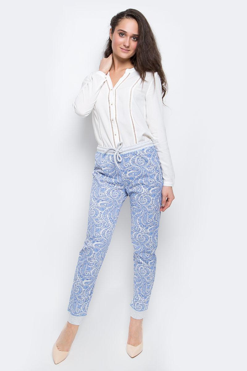 Брюки женские Sela, цвет: серый, голубой. PH-165/003-7100. Размер XL (50)PH-165/003-7100Стильные женские брюки выполнены из натурального хлопка. Брюки на талии имеют широкую эластичную резинку со шнурком. Низ брючин дополнен трикотажными манжетами.