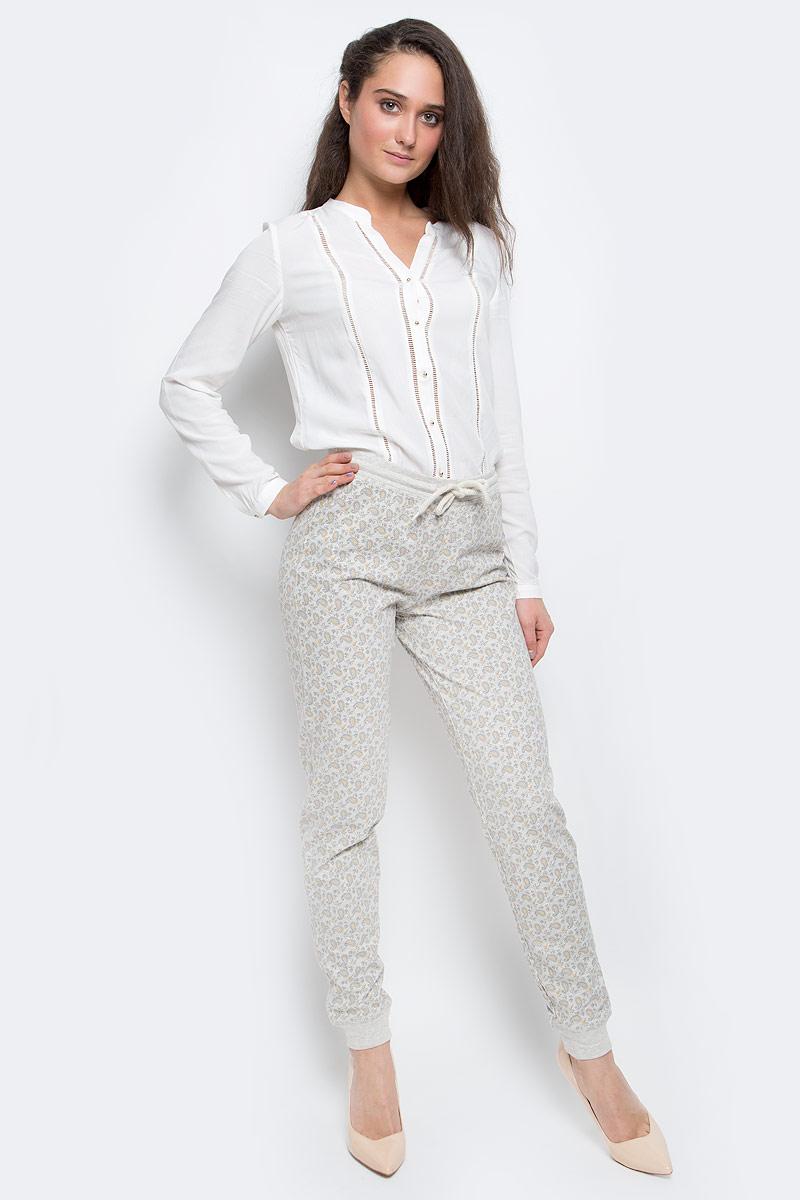 Брюки женские Sela, цвет: серый, желтый. PH-165/003-7100. Размер S (44)PH-165/003-7100Стильные женские брюки выполнены из натурального хлопка. Брюки на талии имеют широкую эластичную резинку со шнурком. Низ брючин дополнен трикотажными манжетами.