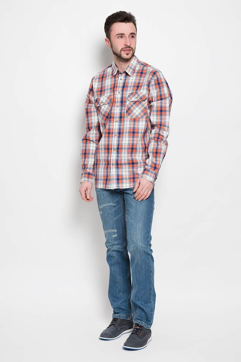 Рубашка мужская Sela Casual Wear, цвет: оранжевый, молочный, синий. H-212/760-7120. Размер 41/42 (48/50)H-212/760-7120Мужская рубашка Sela Casual Wear выполнена из натурального хлопка. Рубашкас длинными рукавами и отложным воротником застегивается на пуговицы спереди. Манжеты рукавов также застегиваются на пуговицы. Рубашка оформлена принтом в клетку. На груди расположены два накладных карман с клапанами на пуговицах.