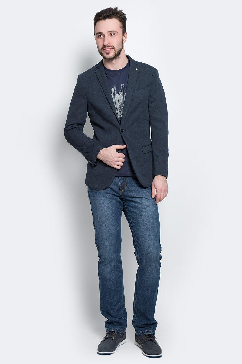 Пиджак мужской Selected Homme, цвет: темно-синий, серый. 16053142. Размер 52 (52)16053142_Navy BlueКлассический мужской пиджак Selected Homme изготовлен из качественного полиэстера с добавлением вискозы. Подкладка выполнена из полиэстера. Пиджак с воротником с лацканами и длинными рукавами застегивается на две пуговицы. Низ рукавов оформлен декоративными пуговицами. Пиджак имеет два втачных кармана с клапанами и нагрудный прорезной кармашек, а с внутренней стороны три прорезных кармана один из которых на пуговице. В среднем шве спинки расположена небольшая шлица.