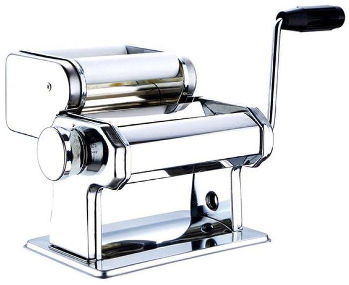 """Машинка для равиоли """"Wellberg"""" выполнена из нержавеющей стали. С ней вы легко приготовите  гладкое, ровное тесто идеальной толщины для приготовления равиоли. В комплект входят:  дополнительные насадки, чтобы регулировать толщину теста.  Такая машинка гарантирует вам отменное блюдо на ужин! Это незаменимая вещь для каждого,  кто любит вкусную домашнюю еду и неравнодушен к итальянской кухне.  Не рекомендуется  мыть машинку в воде."""