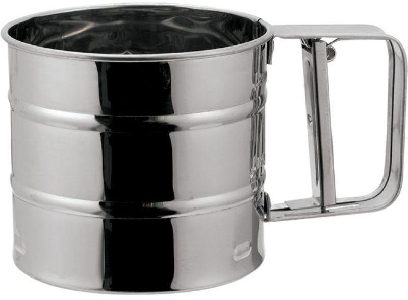 """Сито """"Wellberg"""" в форме кружки изготовлено из высококачественной нержавеющей стали с зеркальной полировкой. Удобный механизм с рычагом на ручке позволяет быстро и эффективно просеивать муку. Сито имеет три уровня. Сито """"Wellberg"""" станет достойным дополнением к коллекции кухонных аксессуаров.   Характеристики: Материал: нержавеющая сталь. Диаметр (по верхнему краю): 9,5 см. Высота: 13 см."""