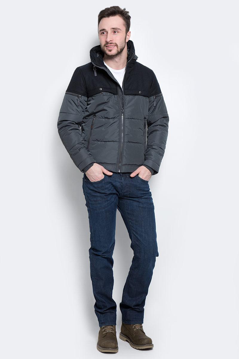 Куртка мужская Diesel, цвет: черный. 00ST9Y-0JAMN. Размер M (48)00ST9Y-0JAMN/92HМужская куртка Diesel выполнена из полиэстера с подкладкой из синтепона.Модель с длинными рукавами и воротником-трансформером застегивается на застежку-молнию спереди. Воротник-стойка изделия дополнен застежками-молниями снаружи и изнутри, и трансформируется в капюшон, если ихрасстегнуть.Изделие дополнено двумя втачными карманами на молниях и двумя нагрудными карманами на кнопках спереди, а также двумя внутренними втачными карманом на кнопках. На рукавах изделия также расположены два втачных кармана на застежках-молниях. Рукава дополнены внутренними трикотажными манжетами. Объем низа куртки регулируется при помощи шнурка-кулиски.