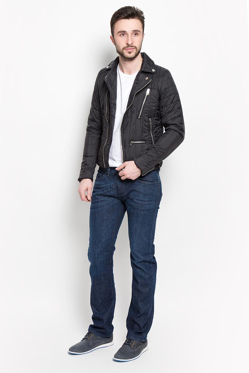 Куртка мужская Diesel, цвет: черный. 00SJS6-0CAKA/900. Размер L (50)00SJS6-0CAKA/900Стильная мужская куртка Diesel отлично подойдет для прохладной погоды. Модель прямого кроя с отложным воротником застегивается на косую застежку-молнию. Куртка оформлена вертикальной стеганой отстрочкой и дополнена четырьмя втачными карманами на молнии. Манжеты изделия застегиваются на молнию. На внутренней стороне спинка изделия декорирована изображением волка, так же предусмотрен потайной кармашек.Эта модная куртка послужит отличным дополнением к вашему гардеробу.