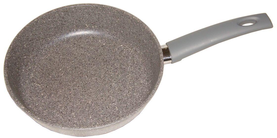 Сковорода Helper Granit, с антипригарным покрытием, цвет: серый. Диаметр 22 смG5022Сковорода Helper Granit выполнена из литого толстостенного алюминия, что позволяет равномерно распределять и прекрасно удерживать тепло, экономить электроэнергию и готовить пищу быстрее. Значительная толщина стенок и дна исключает деформацию корпуса изделий, гарантирует долговечность посуды. Снабжена антипригарным покрытием Greblon C3+ с усиленным грунтовым слоем, дополнительно усиленное гранитной крошкой. Изделие не содержит кадмия и свинца, а также вредной примеси PFOA, оно абсолютно экологично и безопасно для здоровья. Антипригарное покрытие обладает высокой прочностью, пища не пригорает и сохраняет полезные свойства. Изделие оснащено удобной бакелитовой ручкой.Подходит для газовых, электрических и стеклокерамических плит. Можно мыть в посудомоечной машине.